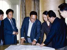 2001年10月,山东省副省长林书香莅临集团视察工作