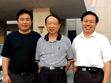 2005年9月,中物联副会长丁俊发、政研室主任贺登才参加盖世亿博备用网址发展战略研讨会