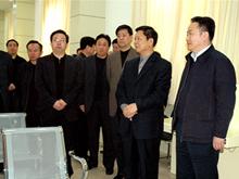 2006年3月,济南市政协主席徐华东莅临集团视察工作