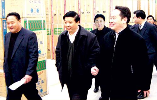 2004年2月,山东省委副书记、济南市委书记姜大明莅临集团视察工作