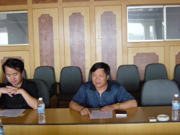 2004年7月,山东省委副秘书长颜世元莅临集团视察工作